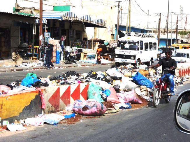 10h du matin , un jour de grève  de ramassage des poubelles!!