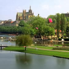Le plan d'eau de Metz , balades , aires de jeux pour enfants , pédalos...